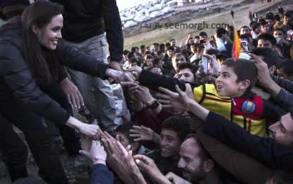 خوشحالی مردان عراقی از دیدن آنجلینا جولی در عراق! + عکس