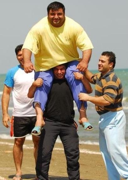عکس: کسی که توانست حسین رضازاده را کول کند!! www.tafrihi.com