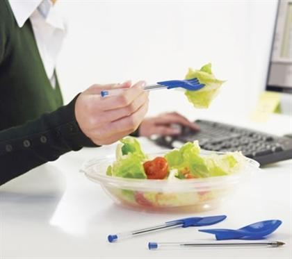 اختراعی جالب؛ با خودکار خود غذا میل کنید!! + عکس